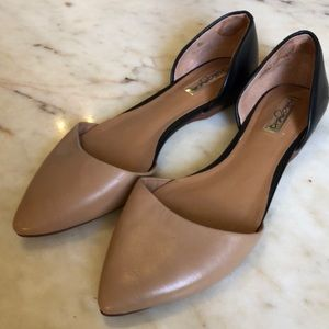 HALOGEN Tan and Black Leather Flats